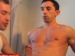 Jerom, a repair guy gets wanked by a guy in spite of him !