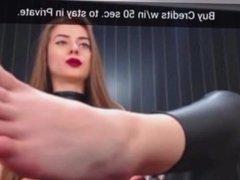 Webcam mistress show feet