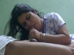 Wife bhabhi Pinky gives a good blowjob to her husband.flv
