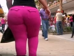 BIG BOOTY PAIR SHAPED LATINA IN PINK PANTS CANDID