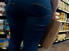 BIG BOOTY PAWG AT WORK CANDID