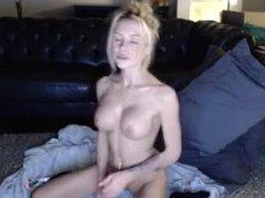 Crazy_chloe uses her dildo skills mfc