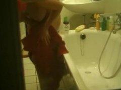 Espiando a loira no banho