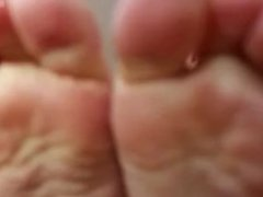 Leave your wife for my feet