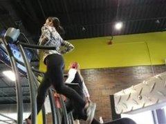 Big ass brunette teen runs at the gym in tight leggings voyeur hidden cam !