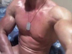 Bodybuilder webcam jerk show