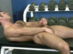 Solo male at the gym