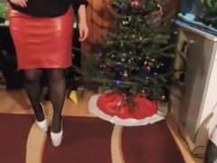 Merry Christmas! I decorate the christmas tree, in dinner outfit... and hig