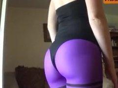 Sexy redhead MILF in tight leggings & bikini shakes her big ass on cam !