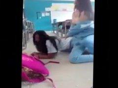 Chicas se desnudan en el salon de clases/Mexicanas de grandes tetas
