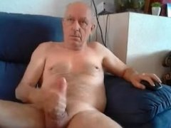 abuelo 63 años pajeandose por cam
