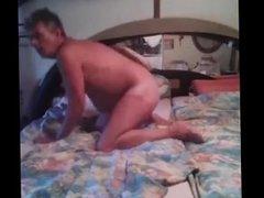 Fette sau wichst im Bett......ausgestellte Schlampe