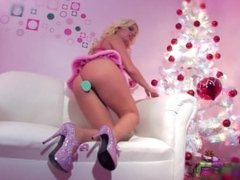 Blonde bombshell Britney Amber DPs herself with toys