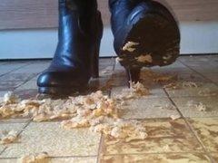 Crushing boots hambur