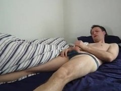 Kudoslong is in bed wakes and wanks till he cums