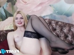 Blonde Babe Naomi S Spreads Her Perfect Pussy for Her Hitachi
