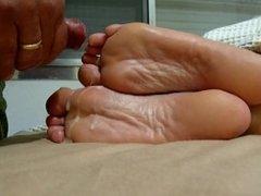 Cum over wife´s juicy soles !!
