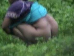 desi moti gandwali village aunti open toilet