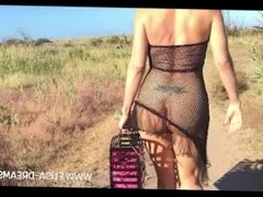 Flashing my body naked by going to the beach