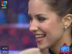 Camila Velasco muy caliente jugando con su lengua