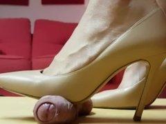 Shoejob milf heels candid