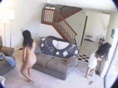 Esposa Lésbica traindo o marido com a empregada