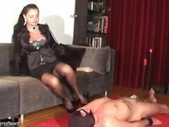 DOMINATRIX DINAH - FOOT WORSHIP