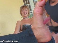 Goddess Brianna sexy feet liclk
