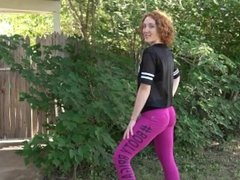 Hot redhead MILF in tight pink leggings shows us her big juicy ass on cam !