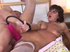 skinny stepmom gets pumped and anal fucked