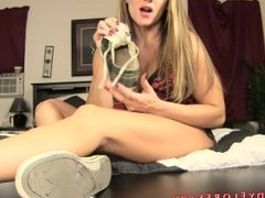 Foot freak : Foot Humiliation - Mandy Flores