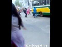 Bhabhi pantyless under salwar super jiggling ass on road