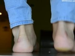Asian giantess crushes micro under her feet