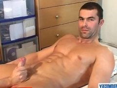 Straight guy's monster cock gets wanked by a gay guy : Nico !