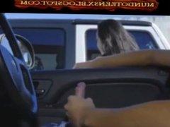 Chicas se mueren por mamarsela a un extraño pervertido