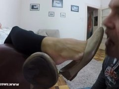 Flats worship and sniff