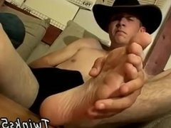Gay twinks toe sucking and ball of barefoot