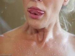 Duas loiras lésbicas neste vídeo porno XXX