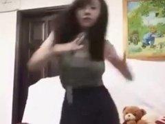 亚洲 大奶美女用iphone铃声跳性感 热舞