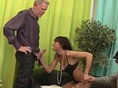 Creampie Canapé moulant masturbé masturbé