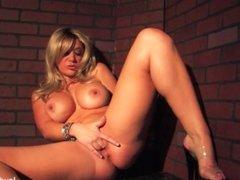 Blonde babe Jayden Jaymes fingers her wet pussy