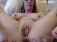 Milf wants to have sex - now online on : www.miamoglie.club