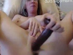 Milf wants to have sex - now online on : www.miamoglie.club