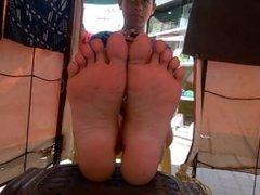 teen vendor has pretty feet