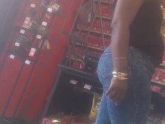 Ebony BOOTY in tight jeans