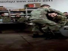 Dança sensual no exército Português