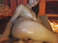 Sexy camgirl puts a dildo in her ass