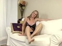 HORNY MATURE MASTURBATE WITH A TOY
