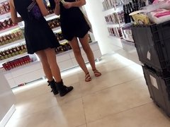 Teens sexy legs feets toes in mini skirts