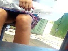 novinha abre as perninha (upskirt in stop bus teen girl) 118